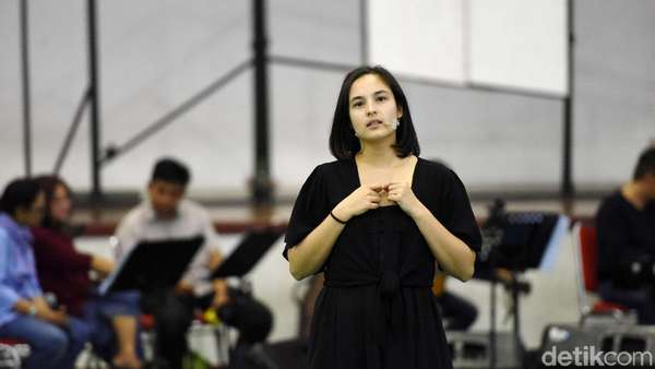 Siap Nonton Konser Musikal Puisi-puisi Cinta? Intip Proses Latihannya Yuk