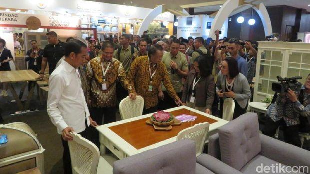 Jokowi Tinjau Pameran Furnitur di Jiexpo Kemayoran