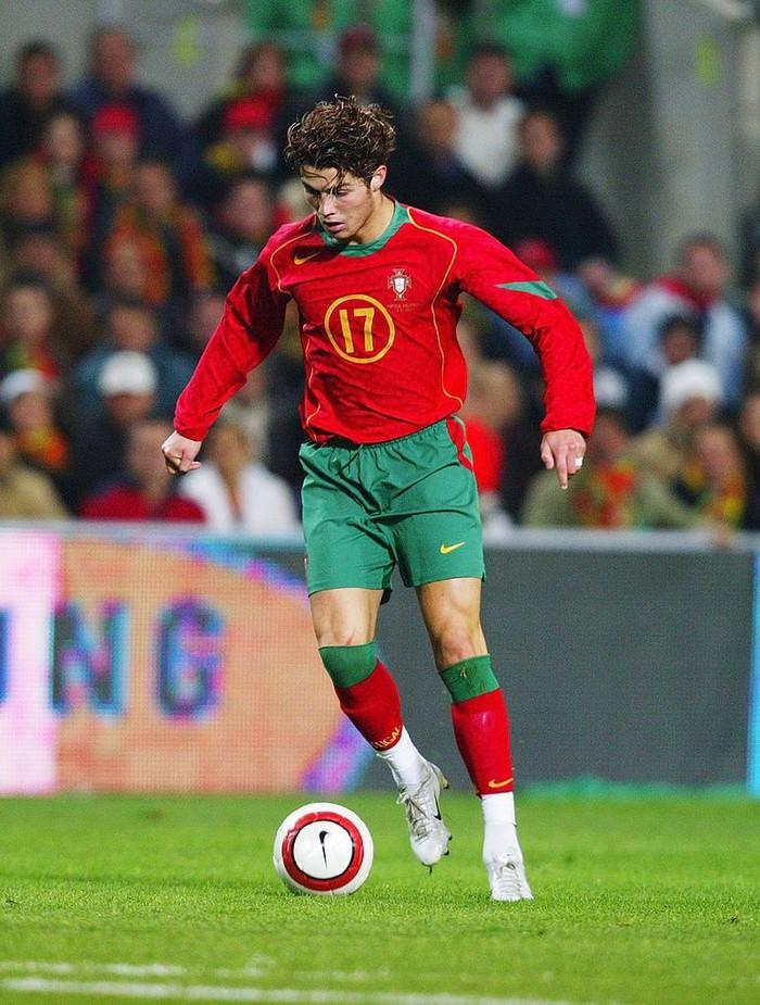 Saat itu badannya masih tampak kurus. Bahkan pernah lebih kurus lagi ketika masih bermain untuk Sporting Lisbon. Foto: Getty Images