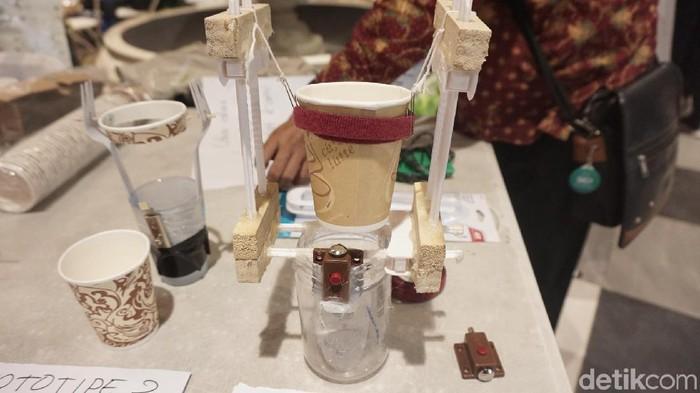 Kreasi Cecilia bakal mencegah kopi tumpah-tumpah (Foto: Widiya/detikHealth)