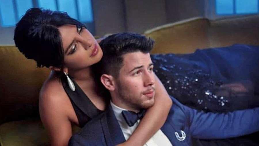 Nick Jonas Hadiahi Priyanka Chopra Mobil Mewah Rp 2,8 Miliar