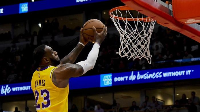 Mar 12, 2019; Chicago, IL, USA; Los Angeles Lakers forward LeBron James (23) dunks the ball against the Chicago Bulls in the second half at the United Center. Mandatory Credit: Matt Marton-USA TODAY Sports