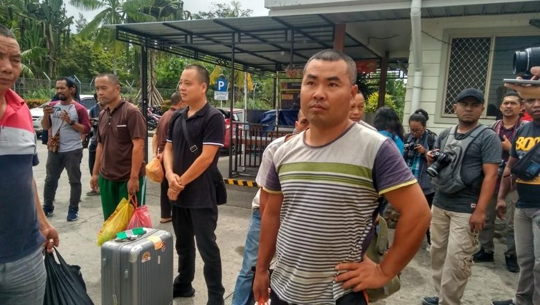 Selewengkan Izin, 12 WN China-Korsel Penambang Emas di Nabire Dideportasi