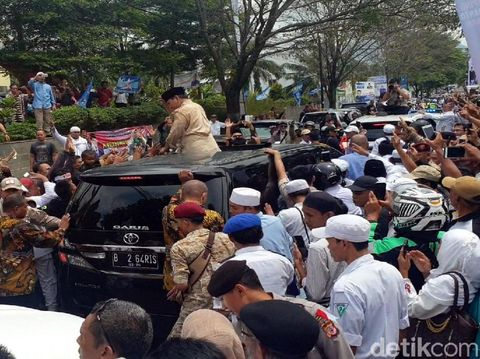 Prabowo Naik Mobil Eks 'Presiden' ISIS Indonesia di Cianjur