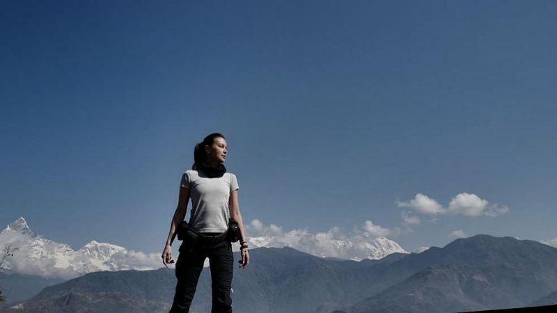 Setelah sempat heboh dengan fotonya bersama Gading Marten di Nepal, keduanya diketahui tengah liburan bareng bersama rekan artis. Sophia Latjuba tampak begitu gagah dengan latar Himalaya dari Sarangkot View Point (@sophia_latjuba88/Instagram)