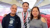So Sweet, Pilot Kasih Kejutan Manis untuk Orang Tuanya di Pesawat