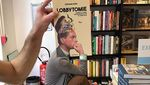 Viral! Foto Keren dari Penjaga Toko Buku di Prancis