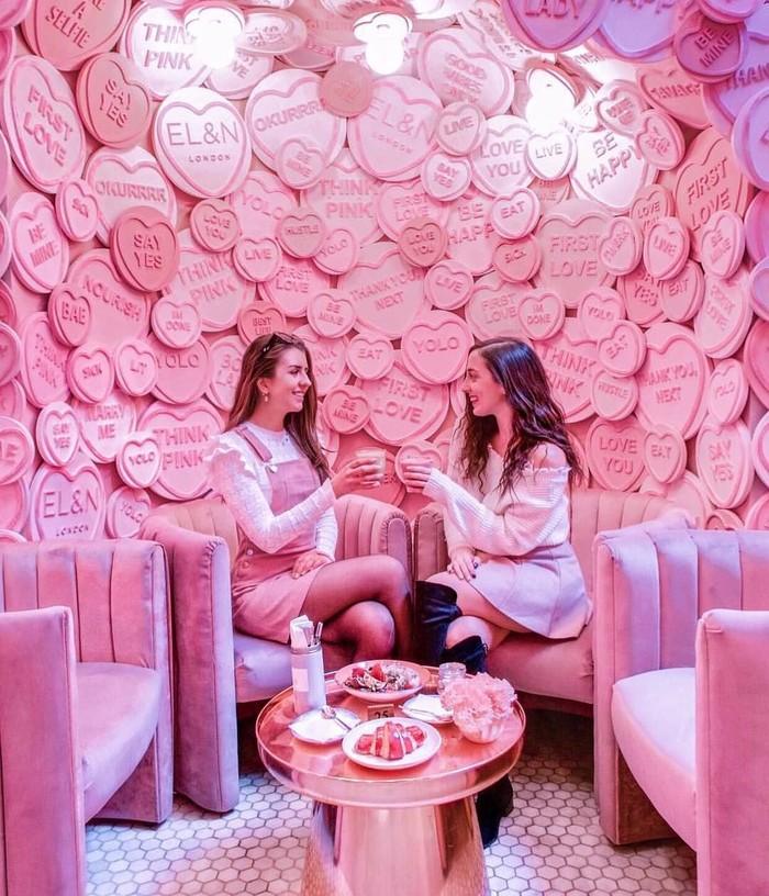 Kafe ini berlokasi di London, Inggris. Hadir dengan konsep yang cantik membuat kafe ini langsung diserbu foodies, terutama dari kaum hawa. Foto: instagram elan_cafe