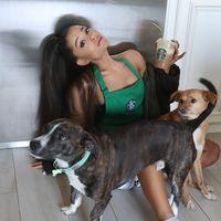 Ariana Grande Nikmati Kopi Non Vegan, Penggemar Kecewa