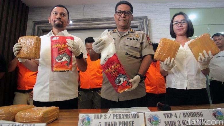 Image result for image Polisi Gagalkan Penyelundupan Narkoba Dalam Kemasan Abon Lele