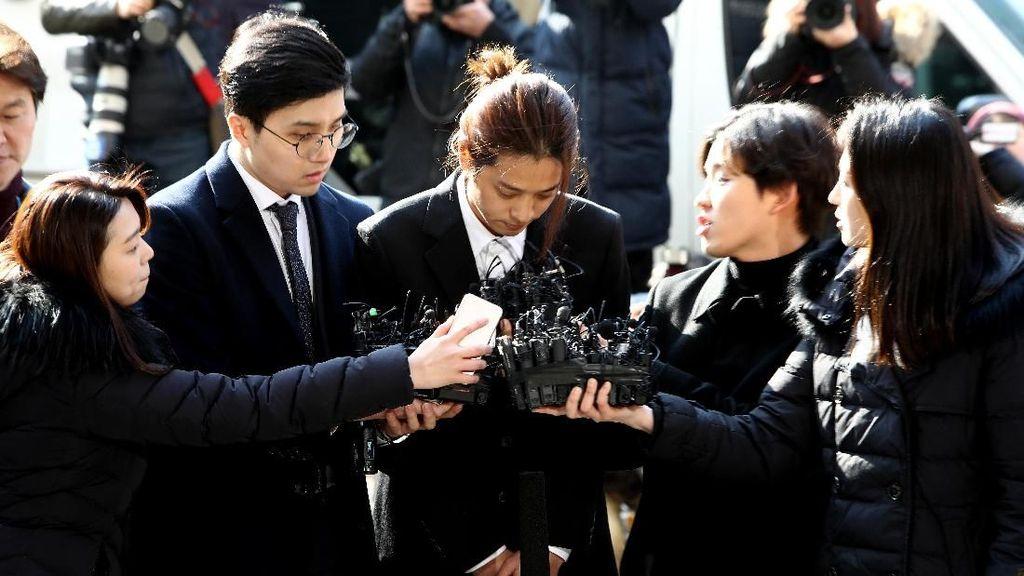 Jung Joon Young Hadiri Sidang Perdana Kasus Video Porno