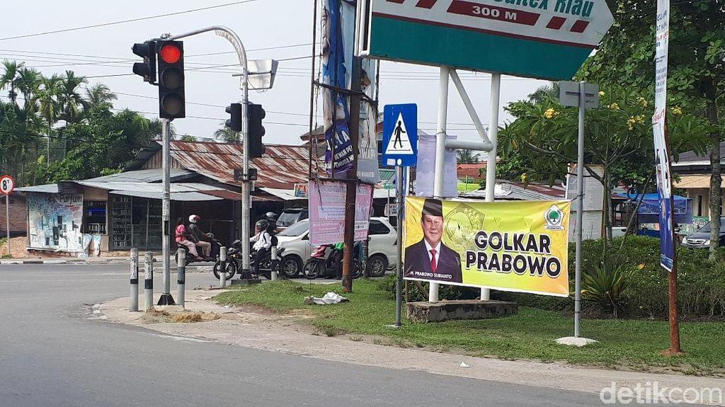 Muncul Spanduk Golkar Prabowo di Pekanbaru
