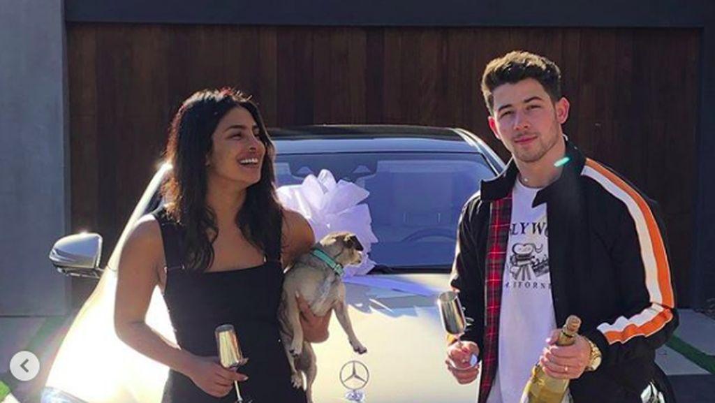 Dapat Mobil Miliaran dari Nick Jonas, Priyanka Chopra Semringah