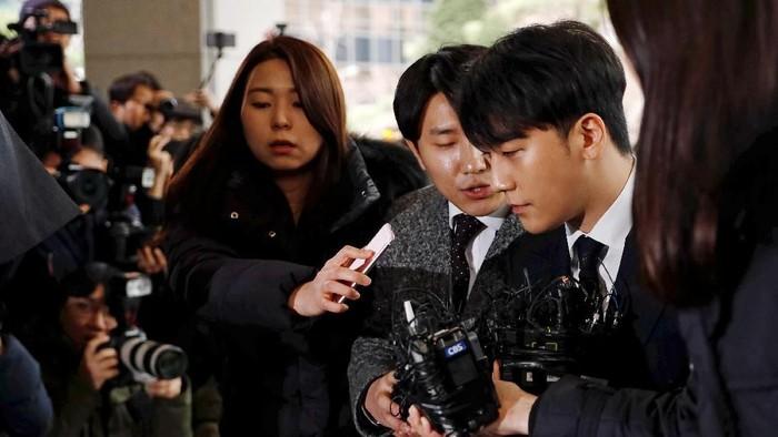 Seungri saat akan menjalani investitasi di kantor polisi. Foto: REUTERS/Kim Hong-Ji