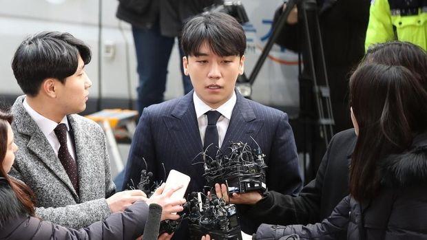 Seungri Dikritik karena Pakai Makeup Tebal saat Investagi di Kantor Polisi