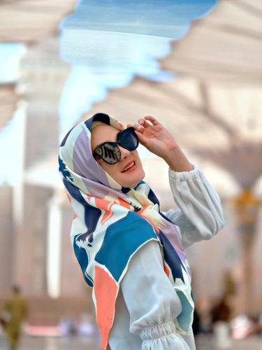 Luna Maya Jualan Hijab Setelah Pulang Umrah, Didoakan Hijrah oleh Netizen