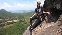 Chrissie juga mencoba memanjat Via Veratta yang ekstrem dan menantang! (dok.MTMA)
