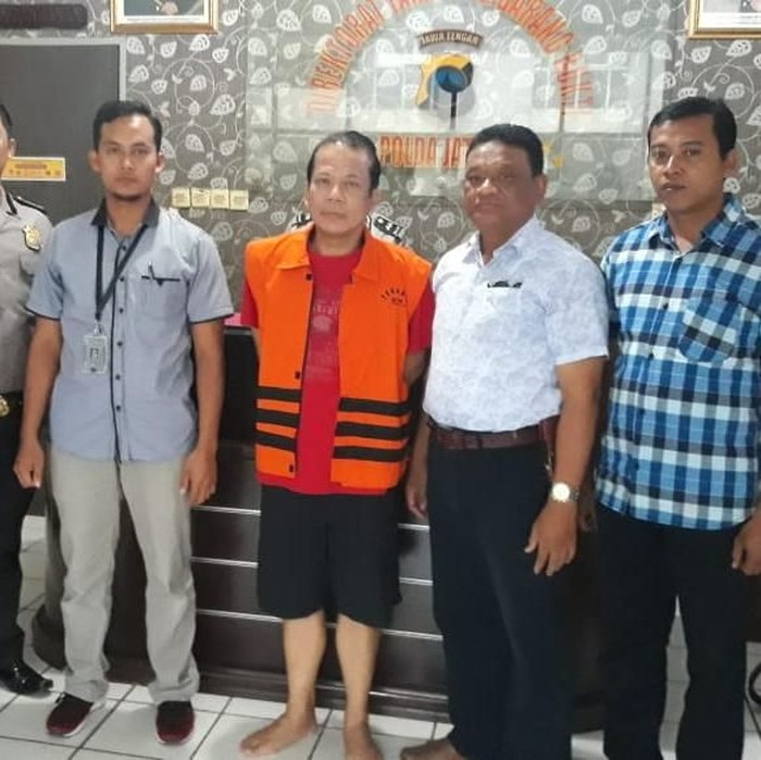 Taufik Kurniawan (berbaju tahanan KPK)