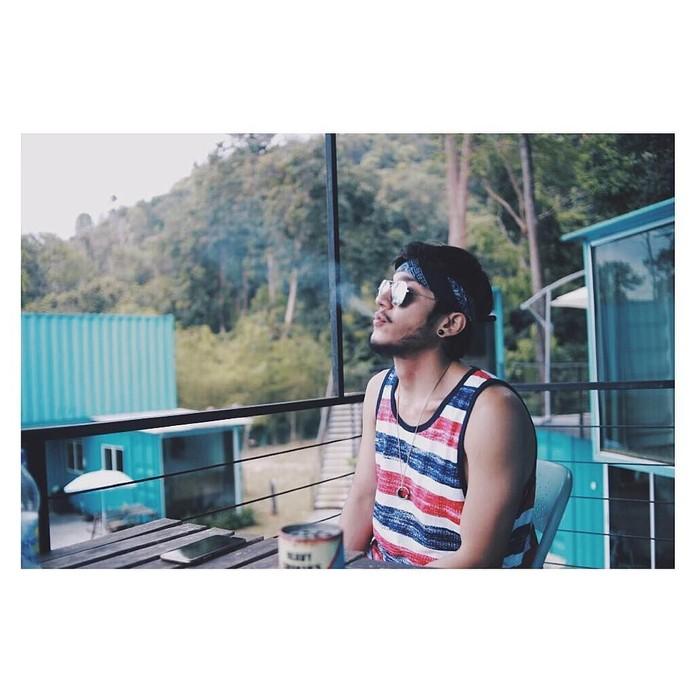 Meski hubungan dekat dengan Evelyn Nada Anjani sudah berakhir, tapi Isa Khan tetap menarik perhatian. isa sendiri merupakan seleb asal Malaysia, yang tak kalah tampan dari sang kakak, Miller Alli. Foto: Instagram @theisakhan