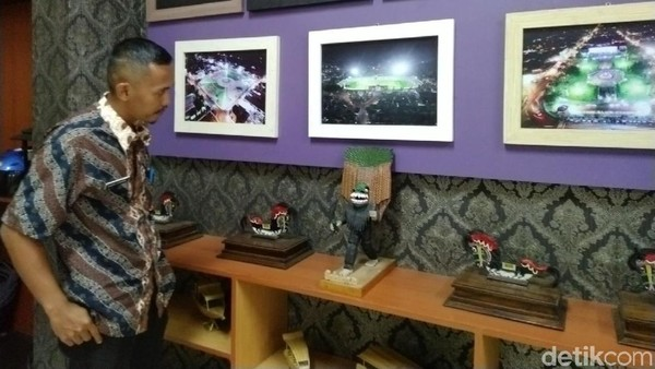 Kabid Destinasi Wisata Dispar Ciamis, Budi Kurnia menyebut ide membuat galeri mini ini agar menunjukan identitas bahwa kantor tersebut merupakan Dinas Pariwisata, sekaligus buat promosi. (Dadang Hermansyah/detikcom)