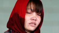 Saya tidak marah bahwa Siti telah dibebaskan. Hanya Tuhan yang tahu bahwa kami tidak melakukan pembunuhan itu, ucap Doan sembari terisak kepada para wartawan usai sidang. Foto: Reuters