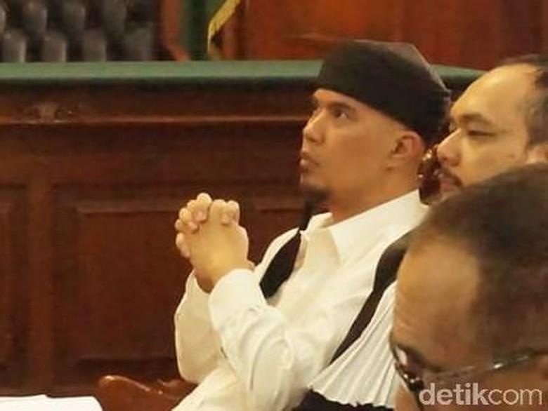 Senyum Dhani Saat Saksi Cabut BAP di Kasus Idiot Pencemaran Nama Baik