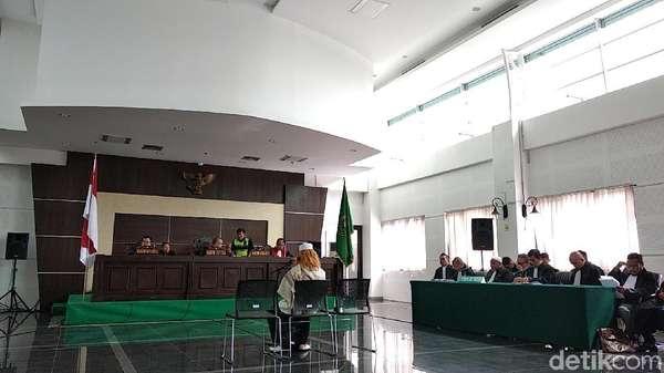Eksepsi Ditolak Hakim, Pengacara: Habib Bahar Bukan Teroris!