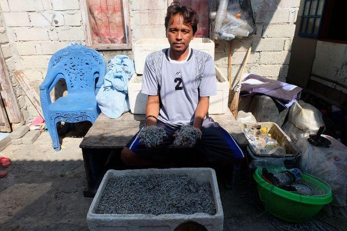 Ruslan, nelayan Pulau Panggang yang mendapatkan layanan pinjaman Bank BRI. Foto: Raras Prawitaningrum/detikcom