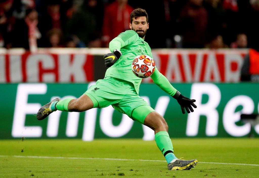 Kiper: Alisson Becker - Liverpool. Di FIFA 19, nilai terakhir sang kiper asal Brasil ini adalah 95. Foto: Action Images via Reuters / Andrew Boyers