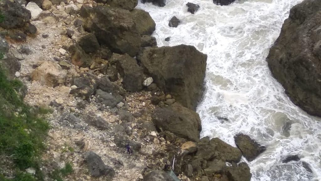 Seorang Pencari Lobster Hilang di Tebing Song Lurah Gunungkidul
