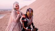 Beda dari yang Lain, Pria Pakai Kostum Kamen Rider di Foto Preweddingnya