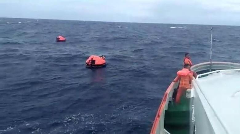 Kapal Tenggelam di Ambon, 5 WNA dan Seluruh Penumpang Selamat