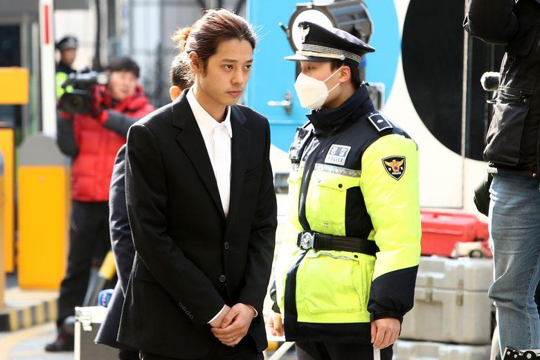 Kemudian ada Jung Joon Young yang terbukti menyebarkan video porno dalam sebuah grup chat selebriti.Chung Sung-Jun/Getty Images
