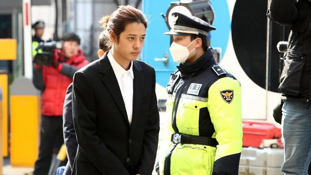 SEOUL, SOUTH KOREA - MARCH 14: Singer Jung Joon-young is seen arriving at a Seoul Metropolitan Police Agency on March 14, 2019 in Seoul, South Korea.  Jung Joon-young, a South Korean singer-songwriter and TV celebrity appeared at the police station on Thursday to be questioned over suspicions of sharing sexual videos in a group chat which included BIGBANG's member Seungri, who is facing charges of supplying prostitution services.  (Photo by Chung Sung-Jun/Getty Images)