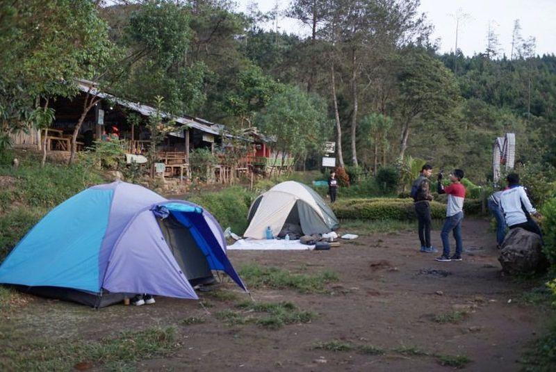 Kamu yang ingin kemping saat di Semarang, ke Basecamp Mawar Gunung Ungaran. (Aji Kusuma/detikcom)