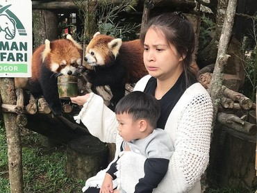 Nah, kalau kata Bunda Tian, dia sedang belajar berani bareng Iori. (Foto: Instagram @putrititian)