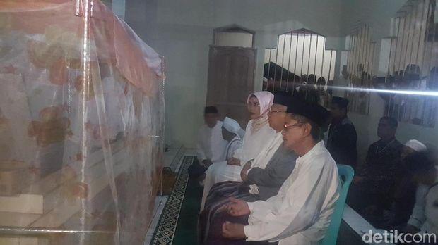 Cawapres Ma'ruf Amin menghadiri haul Sultan Ageng Tirtayasa ke-327 di Kabupaten Serang, Banten.