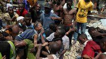 Momen Dramatis Evakuasi Sekolah Runtuh di Nigeria