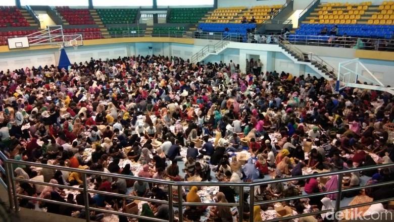 Warga Membludak, Pelipatan Surat Suara Pemilu di Kampar Riau Disetop