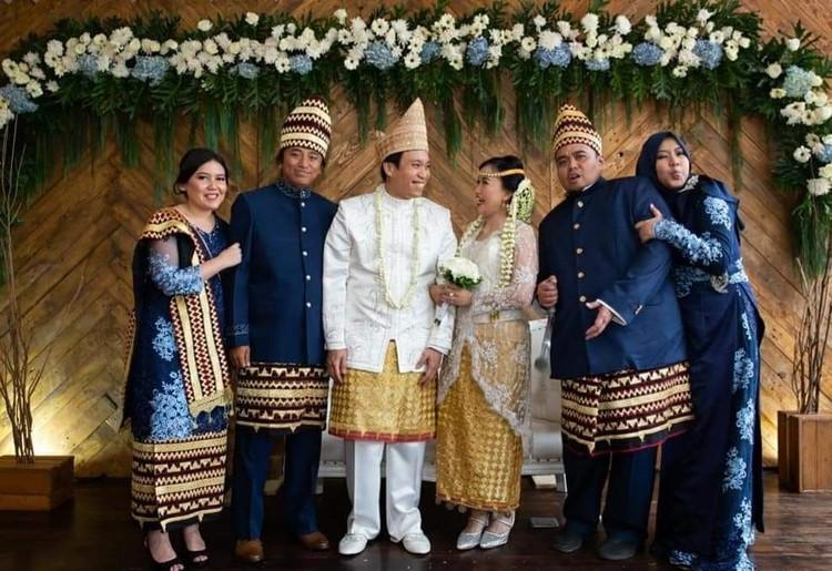 Almarhum Dono Warkop memiliki tiga anak, yakni Andika Aria Sena, Damar Canggih Wicaksono dan Satrio Sarwo Trengginas. (Foto: Instagram @masari0)