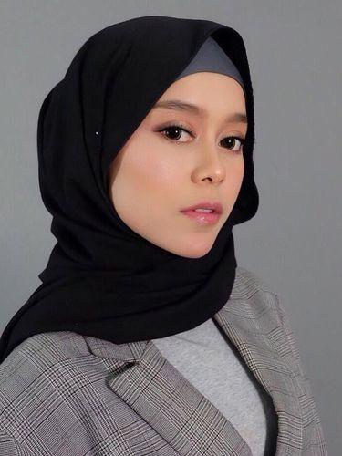 Gaya Hijab Lesty Kejora