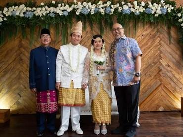 Indro Warkop turut menghadiri pernikahan anak Dono, Damar Canggih Wicaksono dan Fauziah yang digelar pada 10 Maret lalu. (Foto: Instagram @masari0)