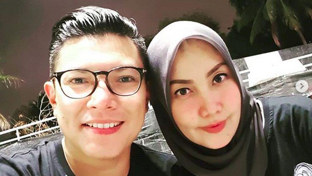 Kemesraan Alfito Deannova dan Istri, Sederhana Tapi Manis