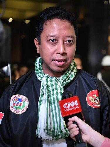 Ini Gaya Ketum PPP yang Ditangkap KPK, Pakai Jaket Bomber hingga Kafiyeh