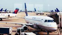 Pesawat Delay, Pilot Ini Belikan Makan Siang Gratis Untuk 70 Penumpang
