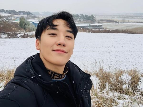 Seungri Bing Bang mengejutkan dunia, terutama fans K-pop karena skandal kasus prostitusinya. Walau begitu, idol tampan ini ternyata suka jalan-jalan lho. (seungriseyo/Instagram)