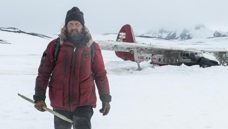 Arctic, Bertahan Hidup Terdampar di Kutub Utara