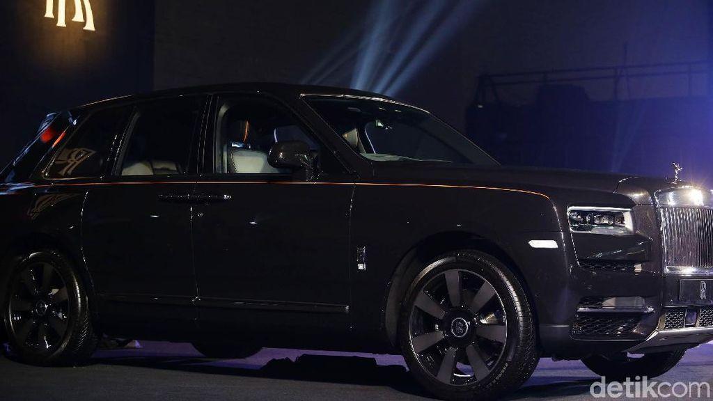Banyak Anak Muda Berburu Mobil Kerajaan Rolls-Royce