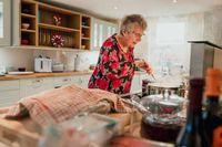 Masakan Buatan Nenek Selalu Lebih Enak, Ini 5 Alasannya!