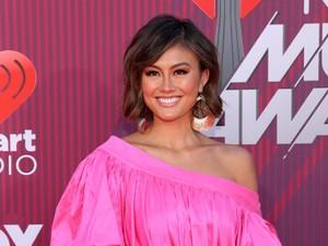 Detail Gaya Agnez Mo di iHeartRadio Music Awards, Pakai Sepatu Rp 20 Jutaan